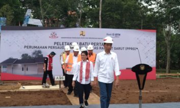 Presiden RI Joko Widodo Meletakkan Batu Pertama Pembangunan Rumah Pemangkas Rambut Garut
